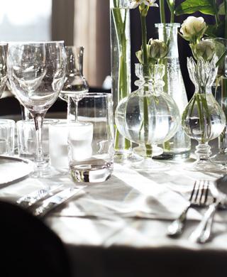 Restaurangkök och stjärnkockar på plats